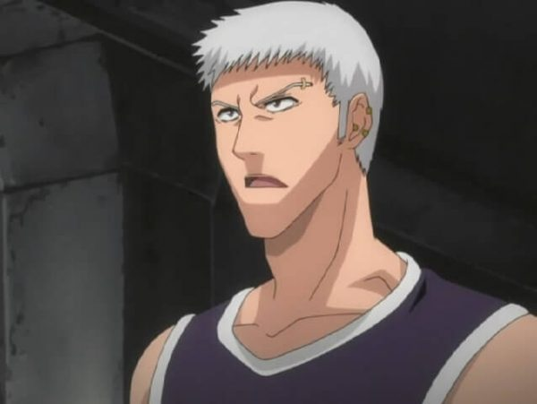 Kensei watching Ichigo fight