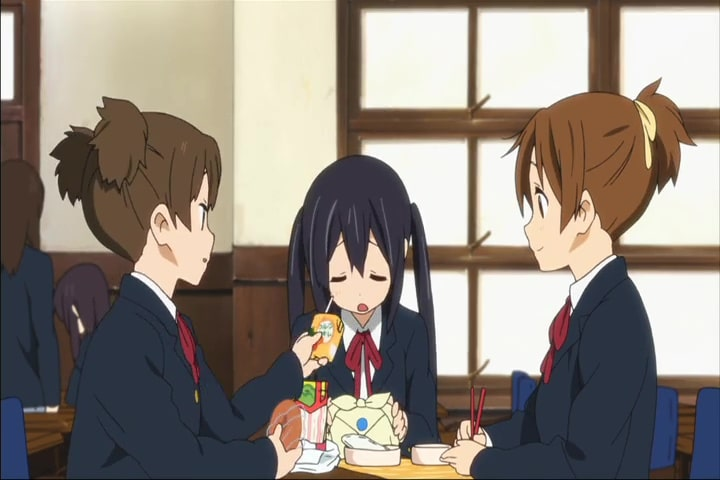 A scene where Ui hangs out with Jun and Azusa, K-ON! Season 2 Episode 1 At 20m